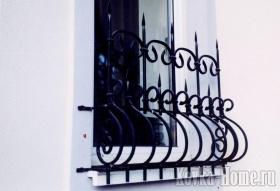 Кованая решетка на окно № 2 фото, кованые ограждения