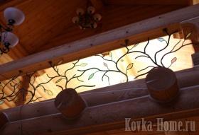 Кованое ограждение балкона со стеклянными вставками фото