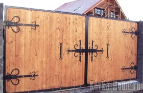 Кованые ворота с коваными петлями фото