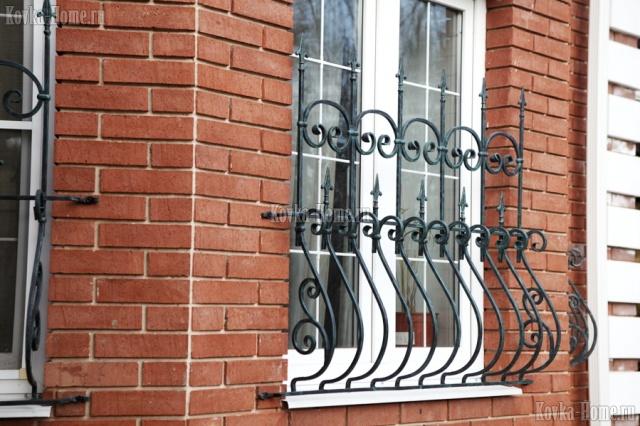 Кованая решетка на окно, кованое граждение окна