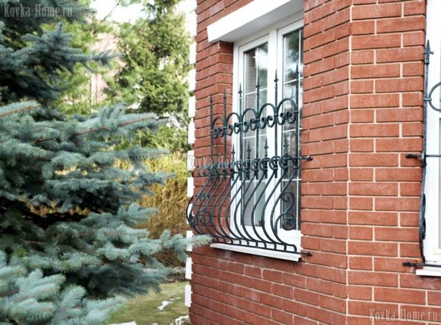 Кованая решетка на окно в английском стиле, кованые ограждения
