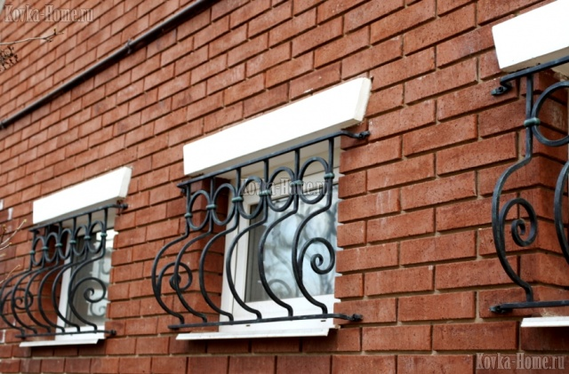 Кованая решетка для гаражных окон, кованые ограждения